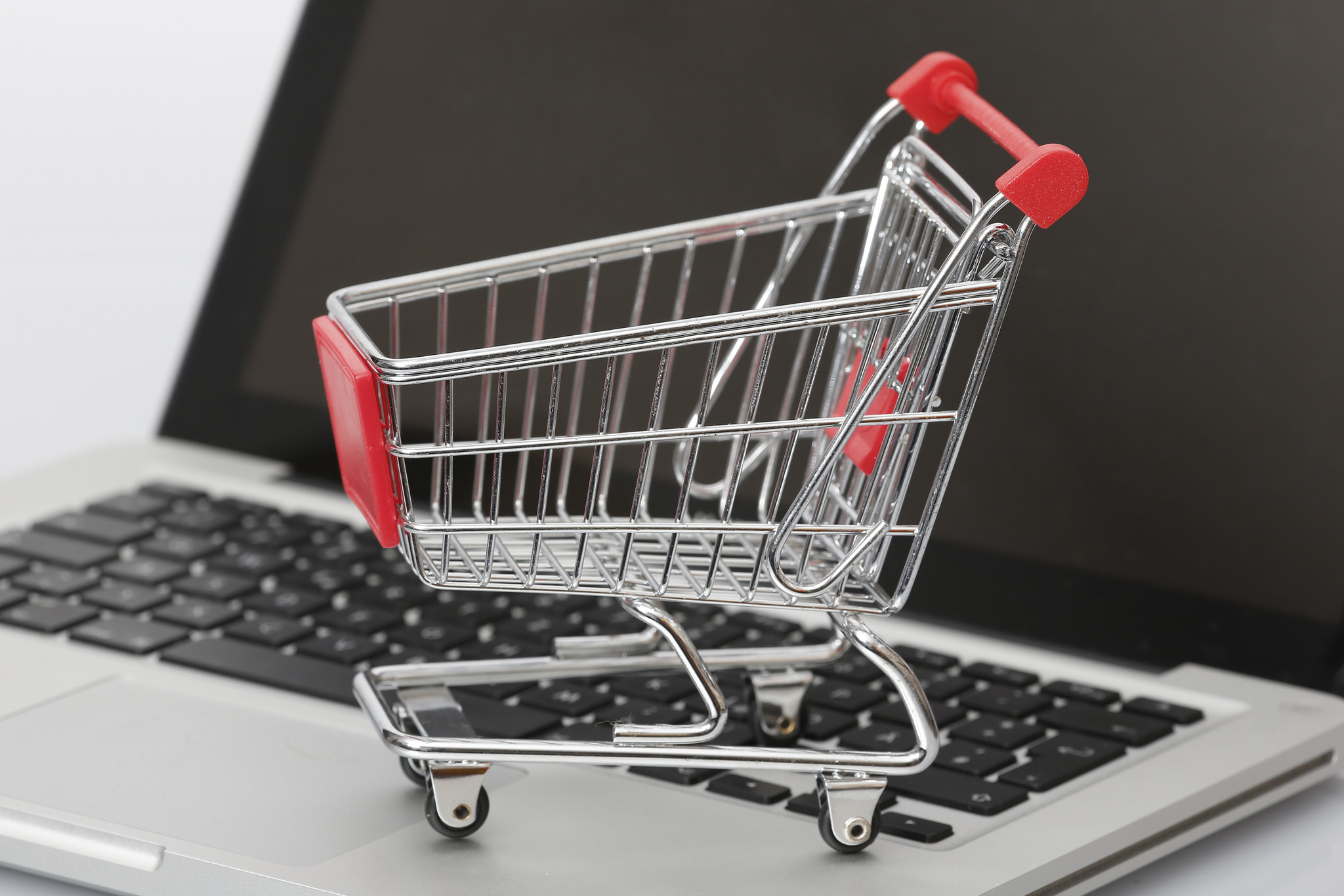 E-Commerce Face-Off: CS-Cart Multi-Vendor vs Dokan Multi-Vendor WordPress Plugin